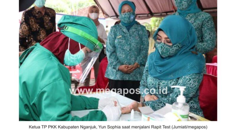 Peringati Hari Ibu ke 92, TP PKK Kabupaten Nganjuk Gelar Rapit Test