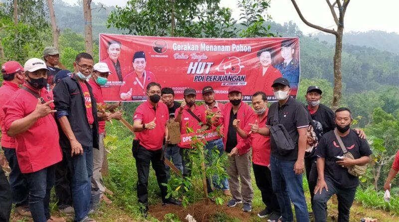 Peringati HUT ke 48 PDI Perjuangan, DPC PDI Perjuangan Kabupaten Nganjuk Tanam 5 Ribu Pohon