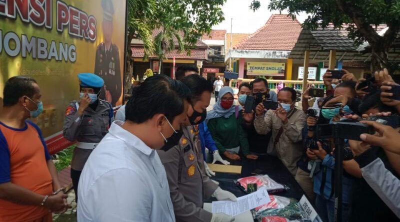 Polisi Tangkap Pengasuh Ponpes Cabuli 6 Santriwatinya