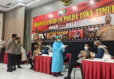 Polisi dan Kiai di Jawa Timur Divaksinasi Covid – 19