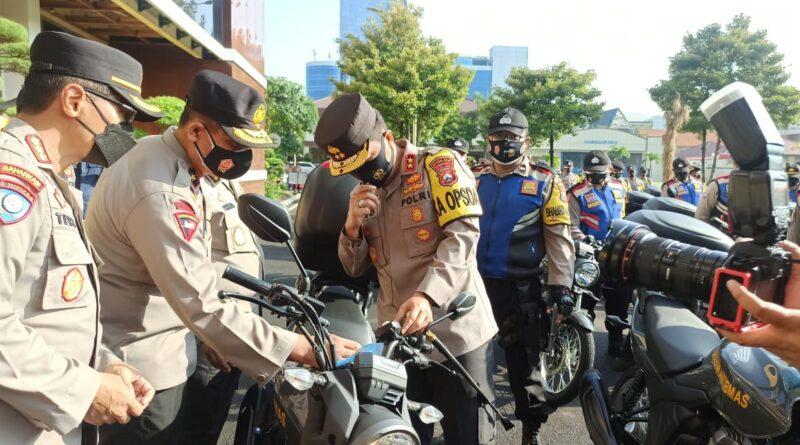 Tunjang Kinerja Babinkantibmas, Kapolda Jatim Berikan 250 Unit Sepeda Motor dan 2 Unit Ambulance