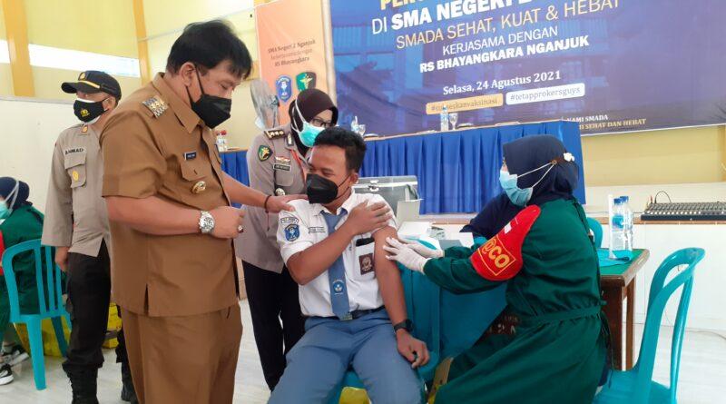 Tinjau Vaksinasi di SMAN 2 Nganjuk, Plt Bupati Nganjuk : Meski Sudah Divaksin, Tetap Patuhi Prokes