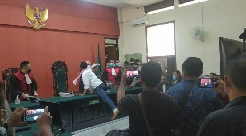 Divonis 3 Tahun Penjara, Aktitivis Antimasker di Banyuwangi Serang Hakim