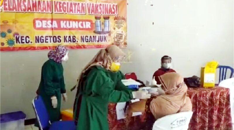 Waka Polres Nganjuk Tinjau Vaksinasi Covid – 19 di Desa Kuncir