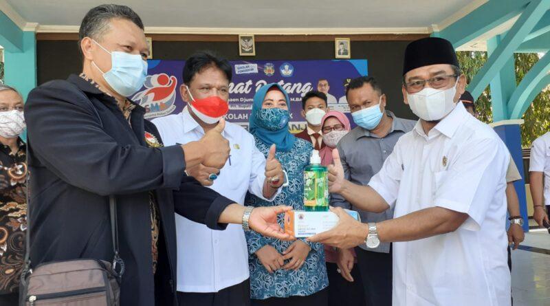 BPBD dan Komnasdik Nganjuk Serahkan Bantuan 3000 Masker di SMAN 3 Nganjuk