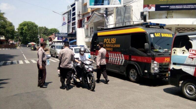 Edukasi Prokes, Polres Nganjuk Gelar Operasi Yustisi di Sekitar Alun-alun Nganjuk
